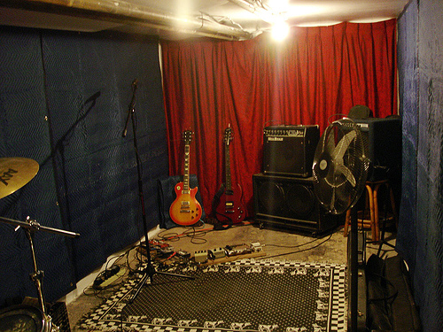 So before you nailSo before you nailblanketsto the wall and your new home studio winds up one Bob Marley poster When you'reSo before you nailSo before you nailblanketsto the wall and your new home studio winds up one Bob Marley poster When you'resoundproofing a room, you have a couple of major
